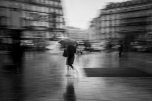 LACA - La femme au parapluie